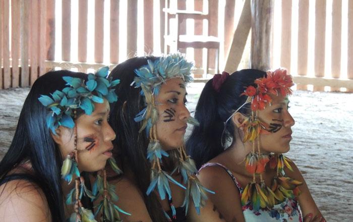 Kaxuyanakvinnor, foto ECAM 2015